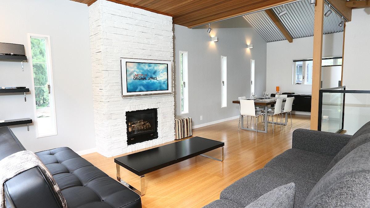 Powdersuite B Living Room